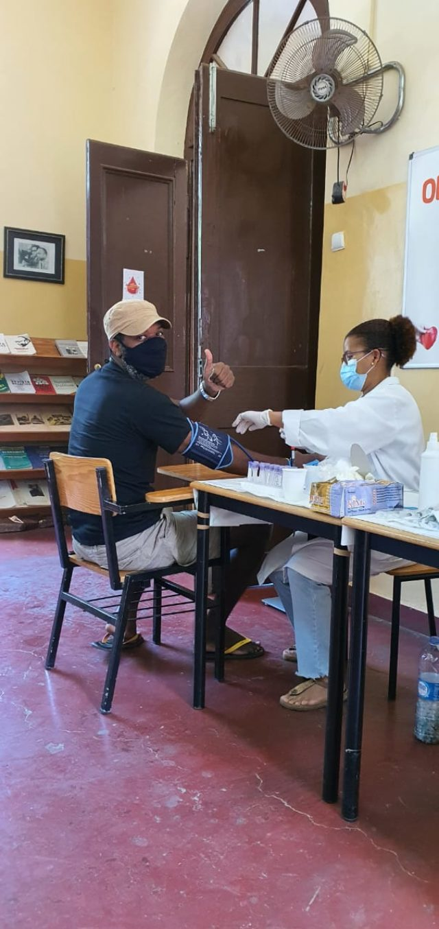 Obama Leader from Cabo Verde Helps Community Donate Blood during COVID-19 Pandemic